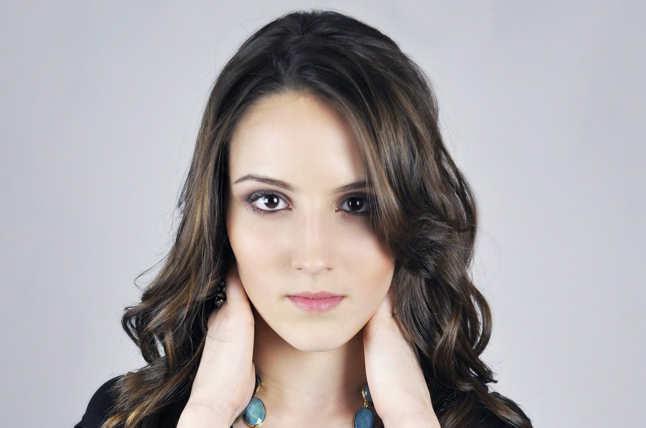 model frontal clear skin